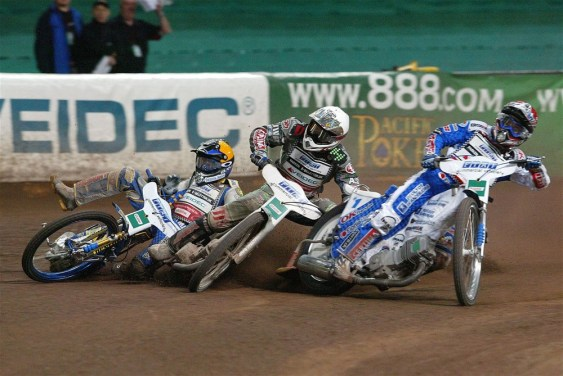 Things get tight as Nicki Pedersen, Scott Nicholls and Tony Rickardsson clash in Cardiff in 2004. (Pic: SpeedwayGP/Mike Patrick)